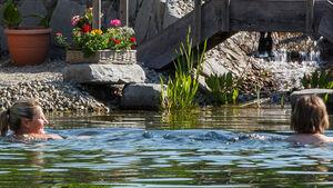Ab Juni 2014 können Gäste des Kur- und Feriencamping Max 1 in Bad Füssing im neuen platzeigenen Thermalhallenbad mit beheiztem Außenbecken ein Bad nehmen und in der Saunaladschaft entspannen.
