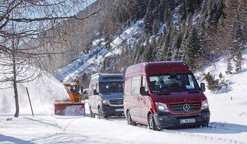 Auf guten Reifen wühlt sich der Sprinter wacker durch den Schnee.