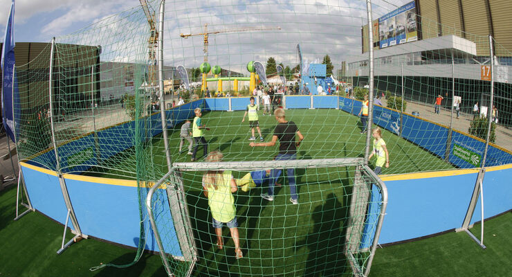Beim Caravan Salon in Düsseldorf vom 30. August bis 7. September 2014 kommen Kinder und Jugendliche voll auf ihre Kosten. Auf die kleinen Besucher wartet ein buntes Programm zum Mitmachen.