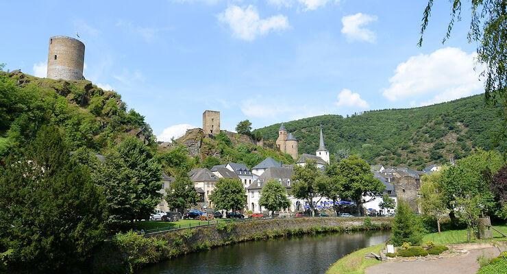 Burg am Fluss