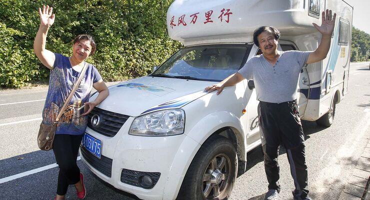 Chinesische Besucher auf dem Caravan Salon 2015