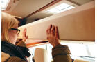 Das Hubbett erfordert sowohl beim Herunterziehen als auch beim Hochdrücken sehr viel Kraft.