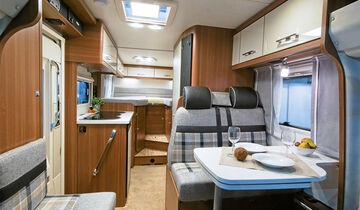 Der LMC bietet trotz Einzelbetten und größerer Länge reichlich Zuladung.