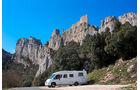 Die Burg Peyrepertuse lockt jedes Jahr viele Besucher, da sie spannende Geschichte mit einem traumhaften Panorama verbindet.