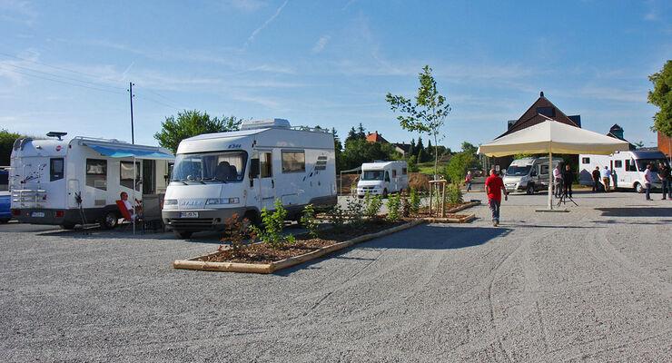 Die Odenwald-Gemeinde Hardheim hat einen Reisemobilstellplatz angelegt. Dieter Goldschmitt hat die Entsorgungsanlage spendiert.