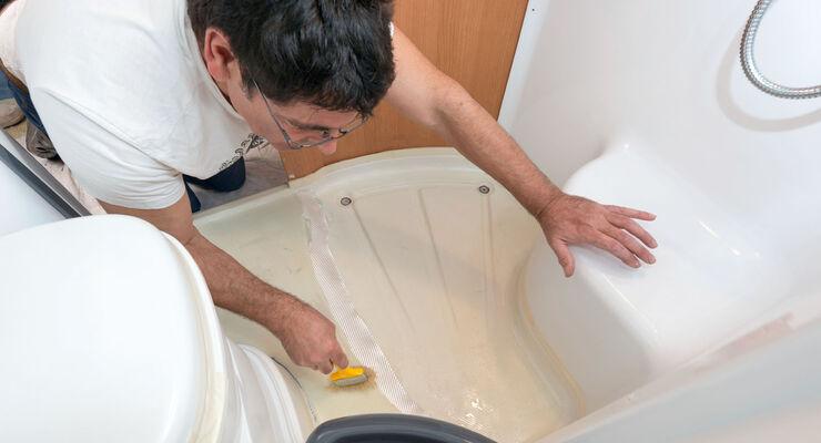 duschwannen reparatur im wohnmobil so machen 39 s die profis. Black Bedroom Furniture Sets. Home Design Ideas