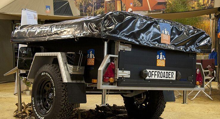 Fünfjähriges Firmenjubiläum: 3dog Camping präsentiert seinen Zelt-Anhänger mit schwarzem Kastenaufbau