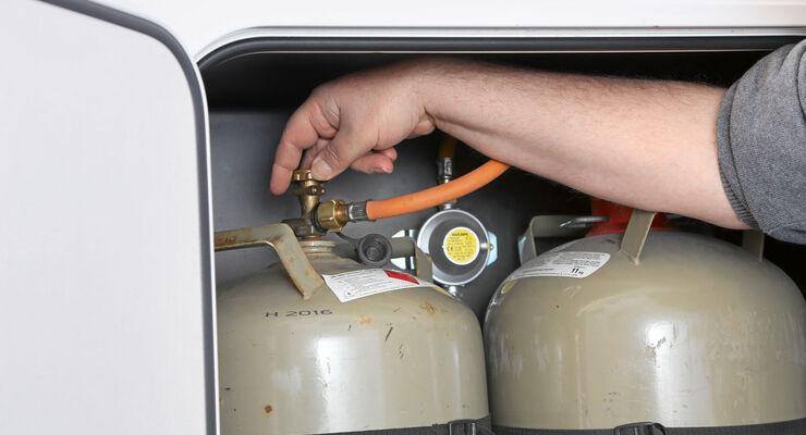 Kühlschrank Halterung : Dürfen kühlschrank und heizung auf der fahrt laufen promobil