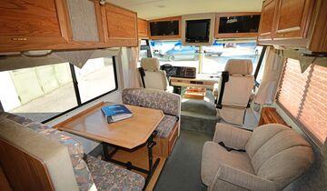 Gebrauchtcheck Us-Mobile Winnebago Brave Sitzgruppe