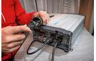 Nur Wechselrichter wie der Waeco Sinepower 2313 T sind stark genug.