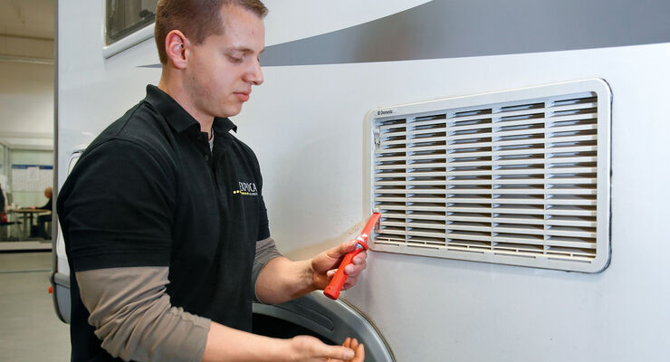 Kühlschrank Für Wohnwagen : Praxis tipp wohnmobil kühlschrank brenner reinigen promobil