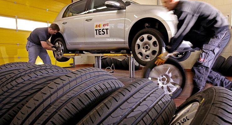 Reifenexperten geben praktische Tipps für Kauf und Montage der Sommerschlappen