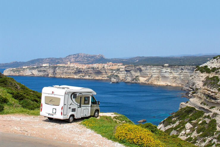 Reisemobil an der Südspitze Korsikas