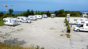 Stellplatz neben Fährhafen auf Gotland