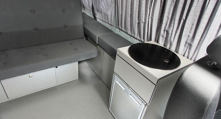 Sunvan stellt einen VW-T5-Küchenblock mit 38-Zentimeter-Spüle und einem Zweiflammkocher auf engstem Raum vor