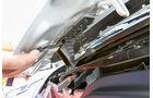 Vergleichstest, Basisfahrzeuge, Servicefreundlichkeit: Renault-Haubenöffner