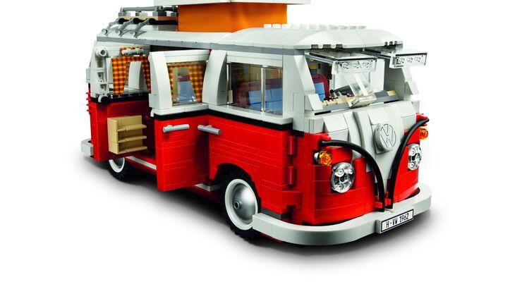 Volkswagen Nutzfahrzeuge präsentiert eine eigene Lifestyle-Kollektion für Fans der Marke. Die Kollektion umfasst Freizeittextilien und Accessoires.