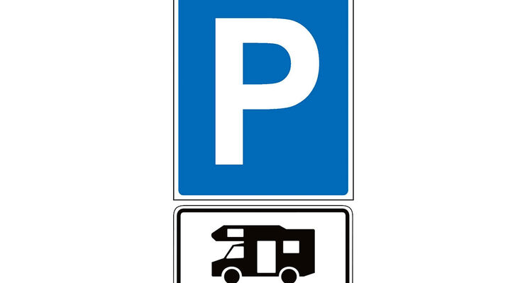 promobil-Leser Peter Sinram fragt, ob er die Polizei rufen darf, wenn ein ausgewiesener Reisemobil-Stellplatz, den er braucht, von einem Pkw vollgeparkt ist.